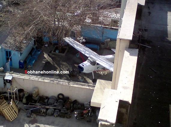 تصویر پارک هواپیمای ایران ایر در حیاط خانه یک تهرانی!