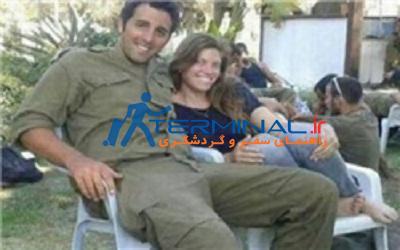 تعرض چهار صهیونیست به این سرباز زن+عکس