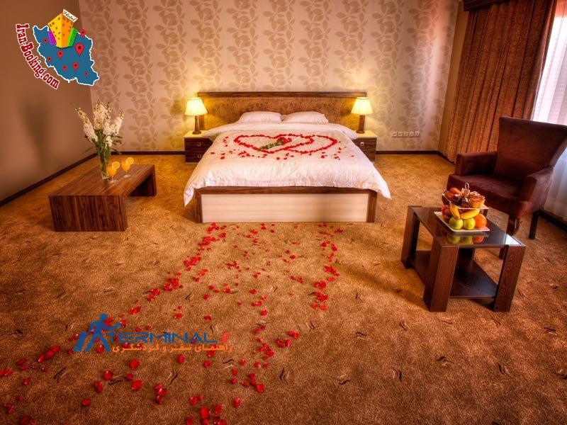 http://terminal.ir/wp-content/uploads/2015/06/moein-hotel-fuman-room-flower2.jpg