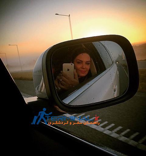 سلفی سارا خوئینی ها با آیینه ماشین