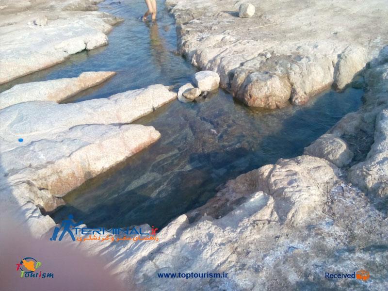 عکس چشمهٔ آب گرم بزمان يك